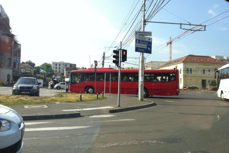 Autobuzele cu susținătorii lui Băsescu ajung la Cluj FOTO