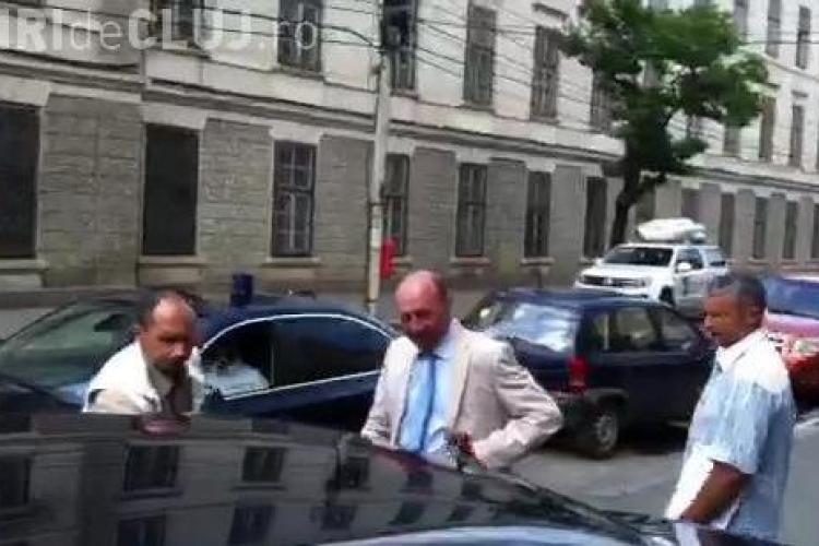 Băsescu a refuzat să facă orice declaraţie la părăsirea hotelului VIDEO
