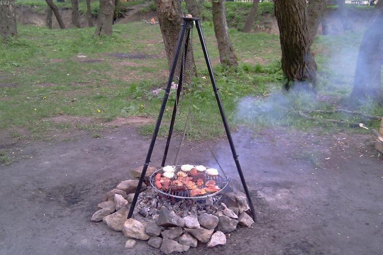 Spațiu de picnic pe Valea Gărbăului! Vor fi locuri de parcare, drum asfaltat și 18 grătare