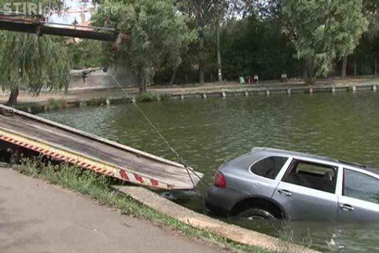 Porsche Cayenne, căzut în lacul din Gheorgheni: Șoferul nu era proprietarul mașinii de lux VIDEO