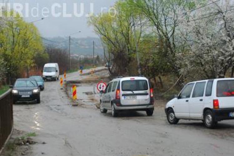 Ultimatum dat locuitorilor de pe strada Borhanci: TREBUIE să vă racordați pentru a se asfalta drumul