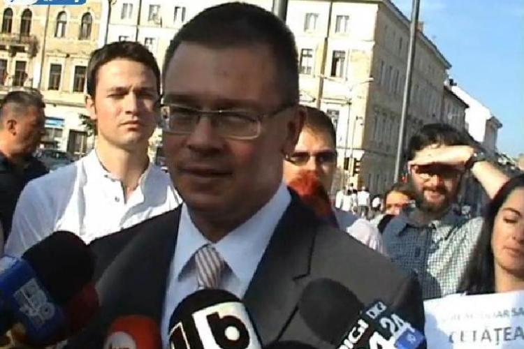 """Ungureanu: """"Am văzut un parlamentar că lua bani în Parlament ca să dea jos un guvern"""". Despre cine este vorba?"""