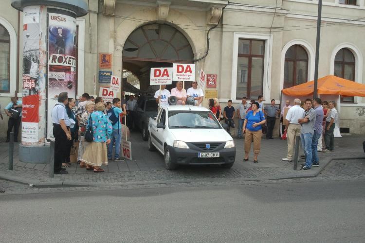 Miting ANTI - Băsescu pe Eroilor! 100 de membri USL au scandat lozinci FOTO și VIDEO