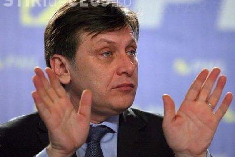 Antonescu promulgă legea de modificare a legii referendumului. Trebuie să meargă la vot 50% plus unu dintre alegători