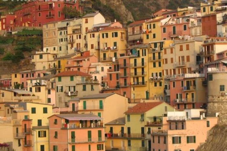 Cele mai colorate oraşe. Tu unde ţi-ai petrece vacanţa?