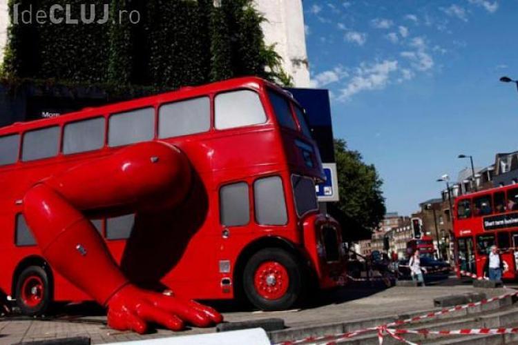Autobuzul care face FLOTĂRI, realizat special pentru Jocurile Olimpice 2012