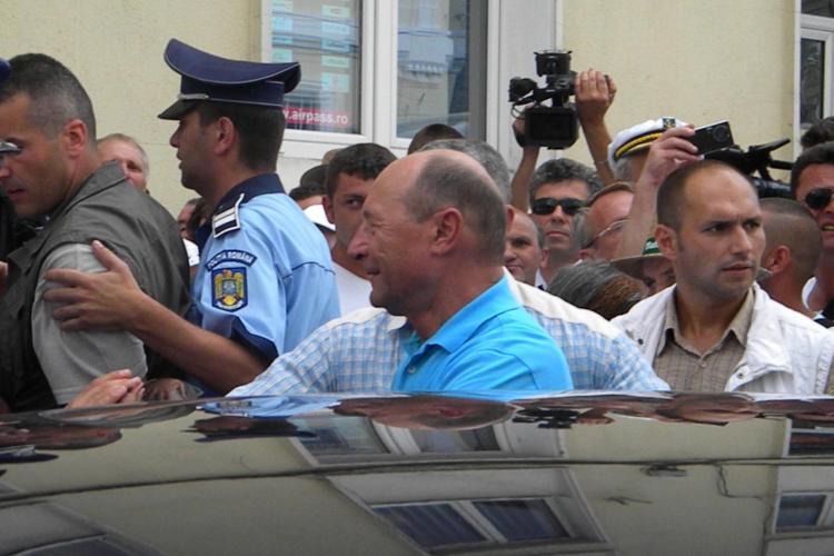 Băsescu la Cluj: Românii nu-şi vor da preşedintele pentru puşcăriabilii din USL VIDEO