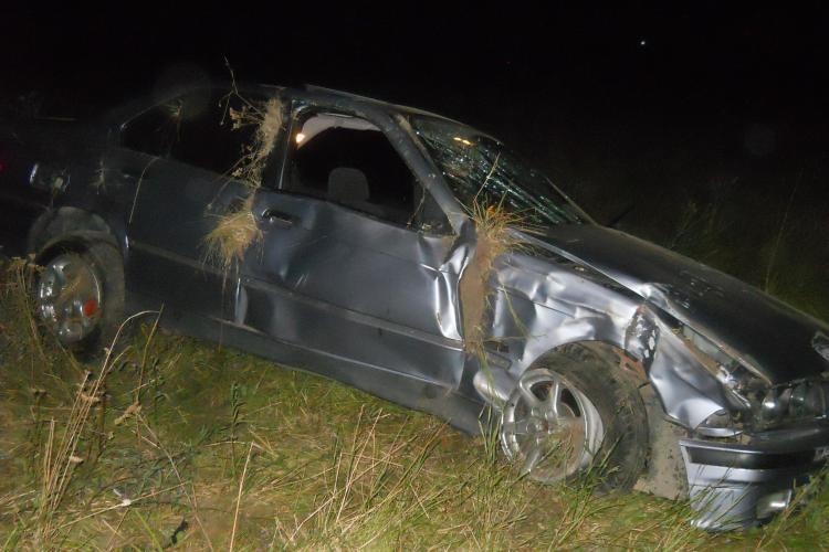 Accident la Nima! Șoferul unui BMW s-a răsturnat pe câmp