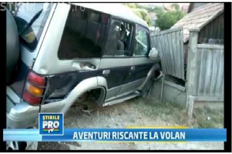 Accident în localitatea Feleacu. Un șofer a rămas suspendat pe banca unui localnic