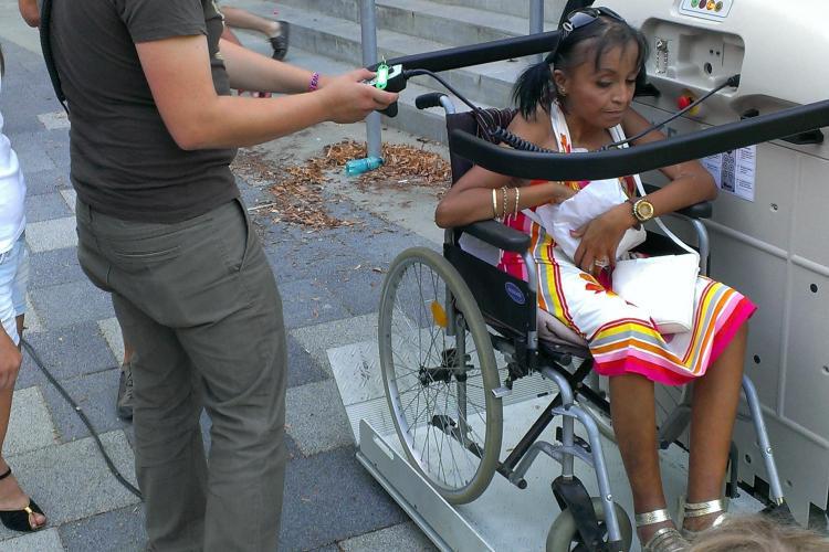 Persoane în scaun cu rotile, UMILITE în ultimul hal la concertul Roxette FOTO