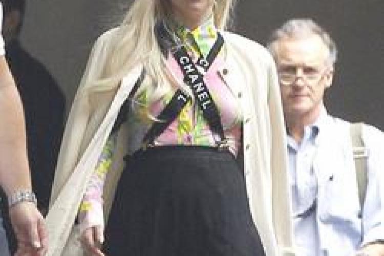 """Lady Gaga şi-a dezamăgit fanii: s-a îmbrăcat aproape """"normal"""" FOTO"""