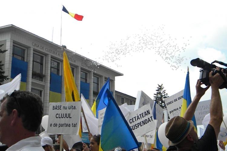 Sute de baloane au zburat deasupra Clujului la sfârşitul mitingului FOTO