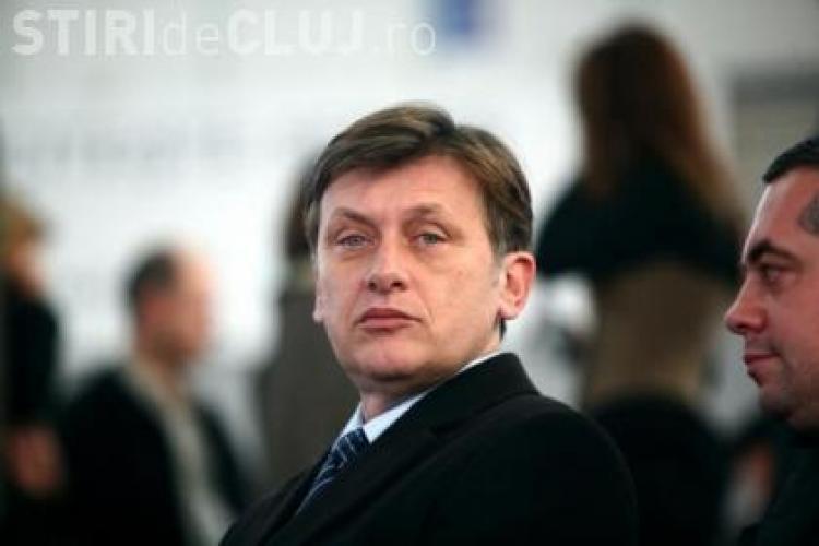 Crin Antonescu vorbeşte la ora 19:00 despre amânarea referendumului