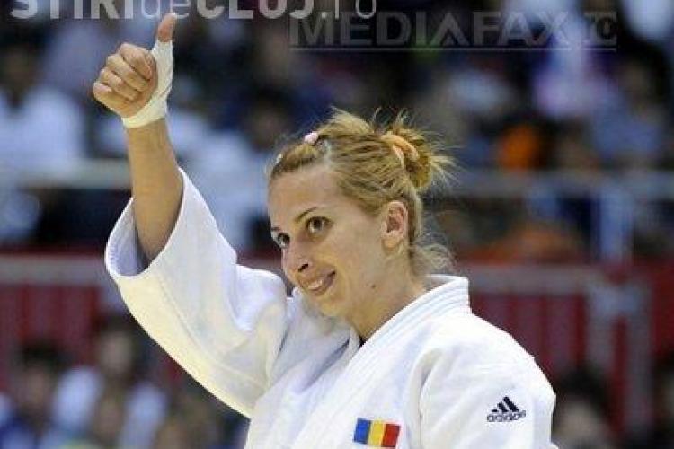 JO 2012: Alina Dumitru s-a calificat în sferturi la categoria 48 de kilograme