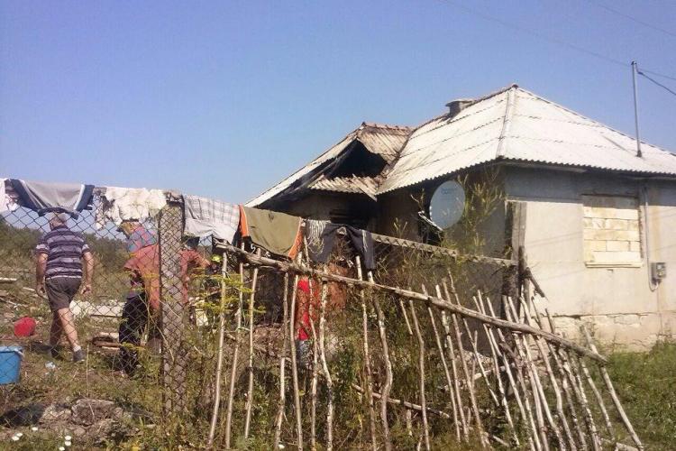 Incendiu în satul Băbdiu - Cluj. O casă A ARS din cauza unui frigider! VIDEO