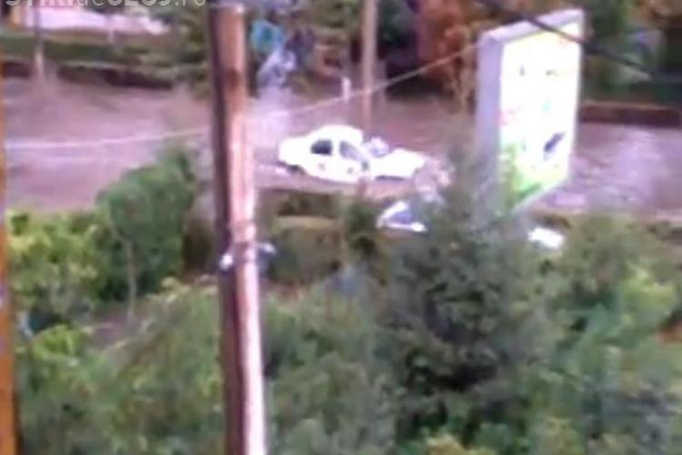 Ploaia de circa 20 de minute a făcut ravagii pe strada Plopilor din Cluj VIDEO