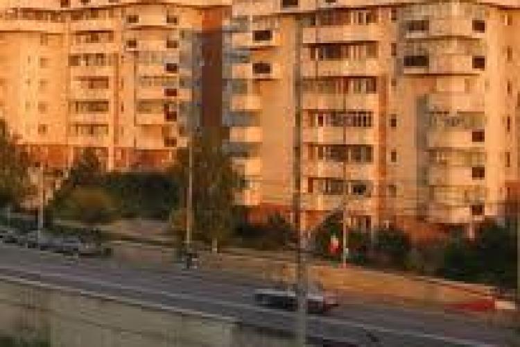 """Clujenii din zona Calea Floreşti, deranjaţi de zgomotul maşinilor: """"De fiecare dată avem impresia că se cutremură blocul"""""""
