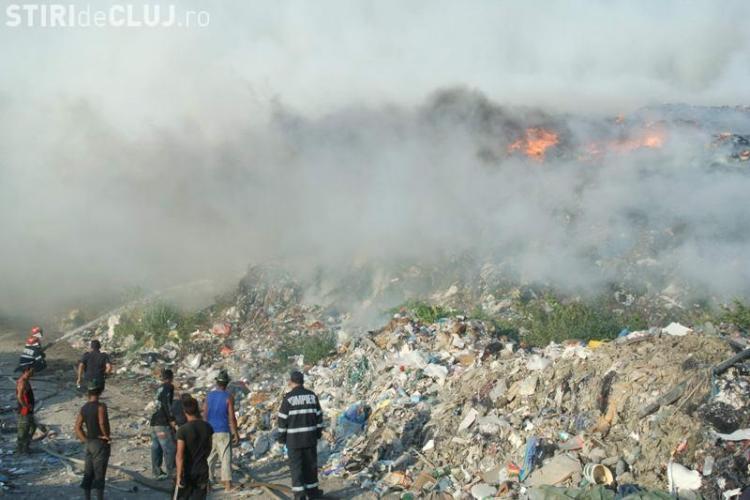 IMAGINI cu incendiul de la Pata Rât în care a ARS un depozit de materiale reciclabile! VIDEO
