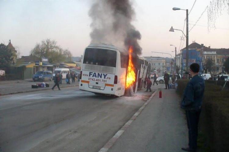 Incendiu la Copăceni! Un autobuz a luat foc