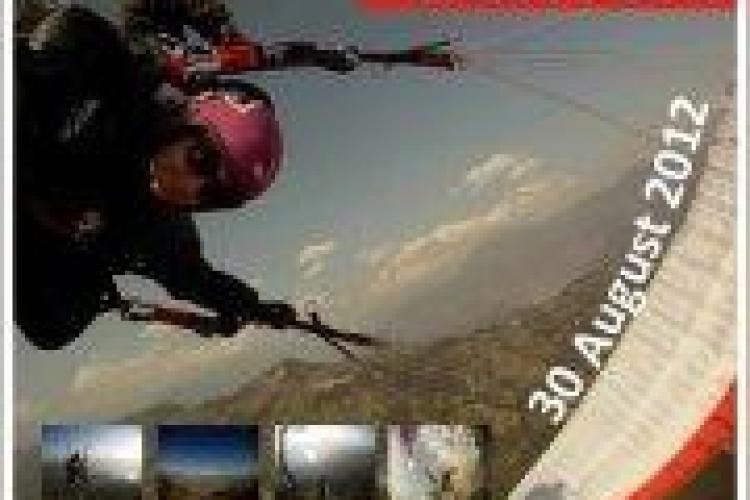 Premieră mondială la Aerodromul din Dezmir: Salt din avion cu parașuta și din parașută în parapantă!
