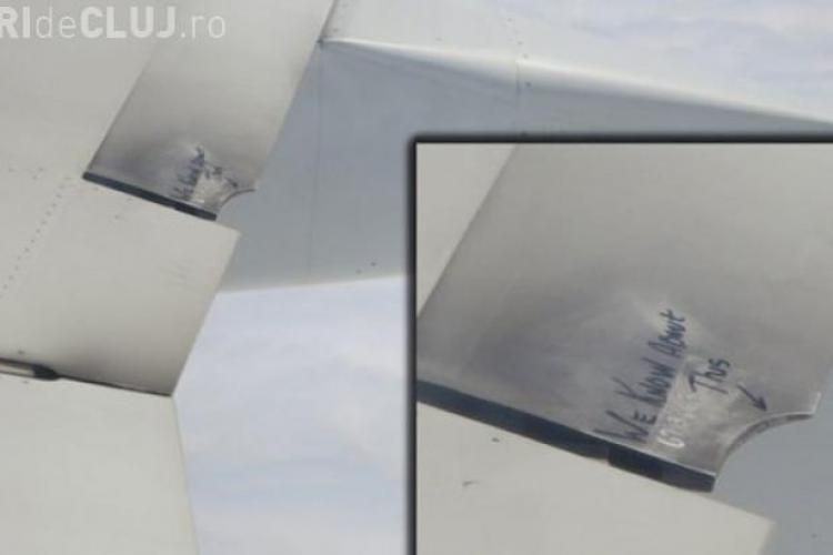 """Mesajul straniu de pe aripa unui avion: """"We know about this"""""""