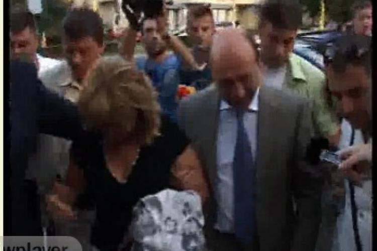 Băsescu a petrecut la mare cu colegii de la Marină VIDEO