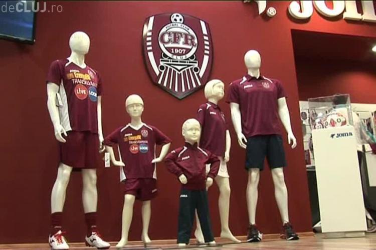 CFR Cluj și-a inaugurat magazinul cu suveniruri. Echipa a întârziat la eveniment VIDEO