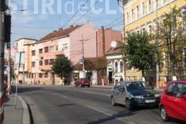 Locatarii de pe strada Cuza Vodă, nemulţumiţi de Primăria Cluj. Vor să refacă imobilul, dar nu sunt ajutaţi deloc de instituţie, care are acolo un spaţiu