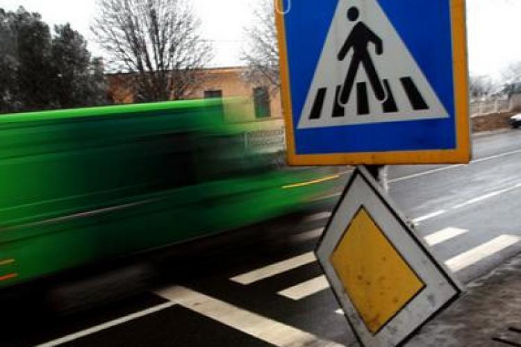 Şoferii dejeni vor indicatoare rutiere pentru trecerea de pietoni de lângă magazinul Giulia