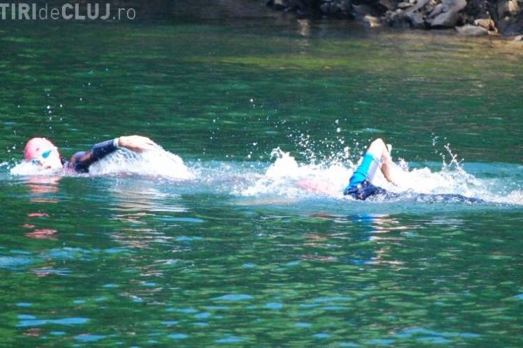Peste 130 de persoane traversează înot Tarniţă azi pe 6500 m