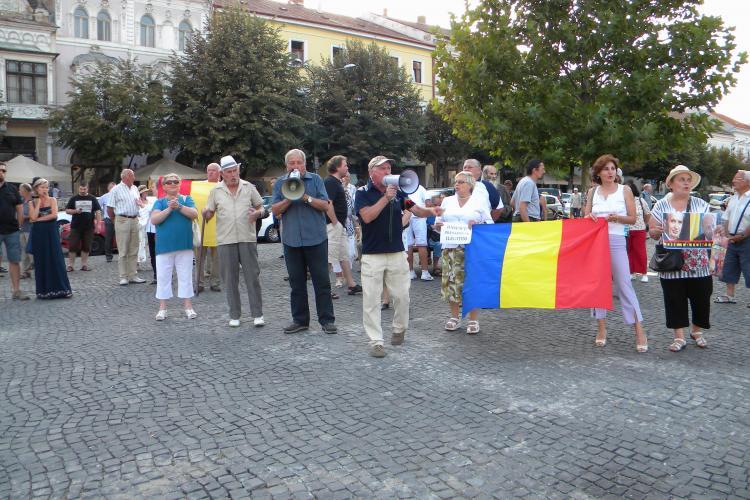 Protestatarii din Piața Unirii cer sancţionarea Curții Constituționale