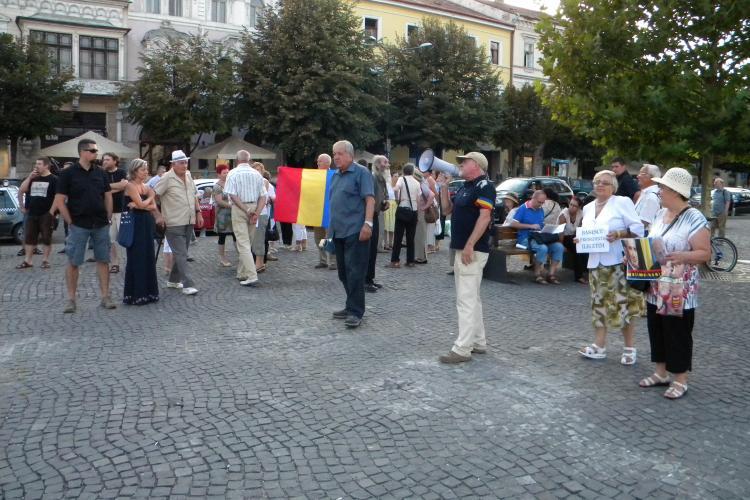 """Protest în Piata Unirii! """"Fără mititei și bere nu îi scoatem pe oameni în stradă"""" VIDEO"""