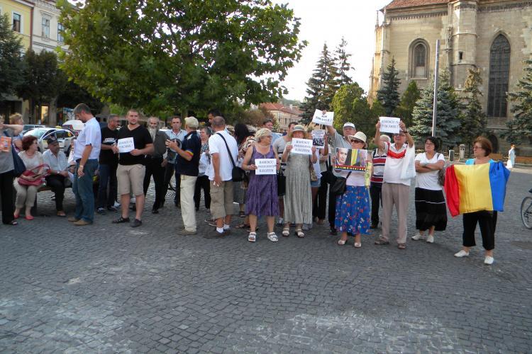 Protest în Piața UNIRII: Revoluția de la UMBRĂ - FOTO și VIDEO - UPDATE Familia Rotta participă la miting