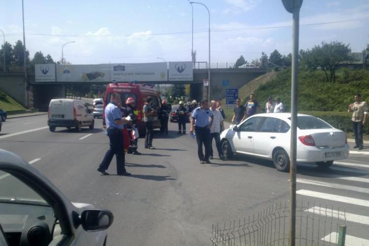 Accident pe Calea Florești! Tânără lovită pe o trecere de pietoni de un Renault FOTO