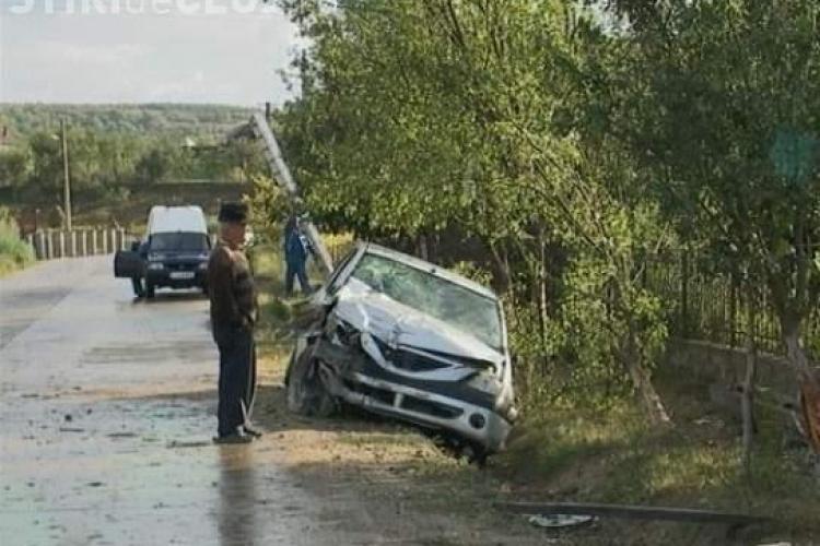 UPDATE Satul Sânmărgita a rămas, luni seară, fără curent din cauza unui accident rutier. Şoferul era BEAT! VIDEO