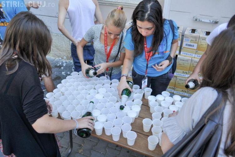Clujul, aniversat cu 696 de sticle de șampanie FOTO