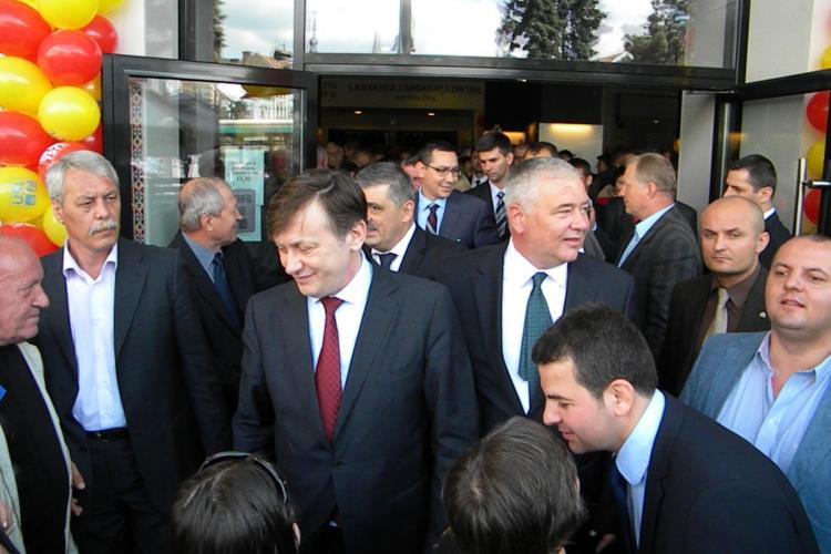 Antonescu: Merkel să-l ia pe Băsescu în Germania și să-i dea o bucată de pământ să se joace acolo