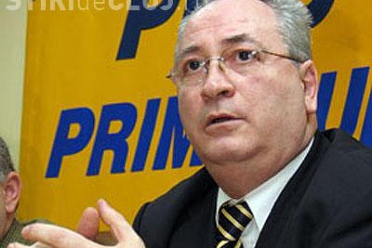 Puiu Haşotti: Decizia CC e antinaţională. Curtea să coabiteze cu Traian Băsescu nu USL