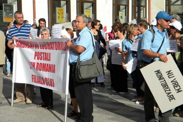 Poştaşii clujeni au pichetat Prefectura: vor condiţii de muncă decente FOTO VIDEO