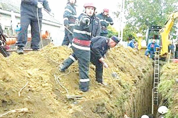 Un bărbat din Berindu a murit după ce a fost prins sub un mal de pământ - UPDATE