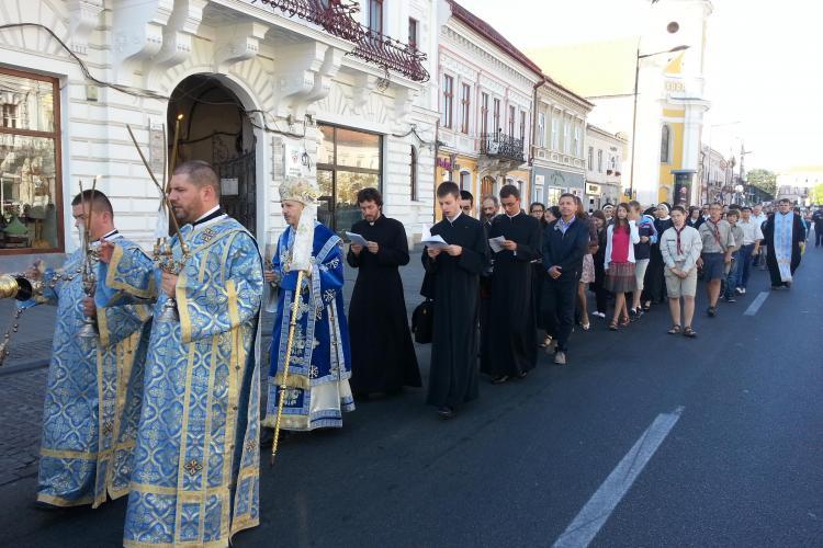 Sute de credincioși greco-catolici în procesiune prin Cluj-Napoca de Sfântă Maria Mică
