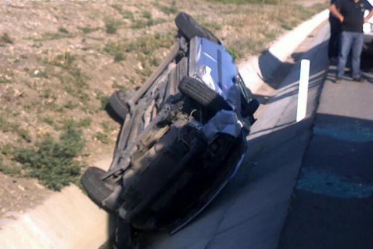 Accident cu 3 victime, după ce o maşină s-a răsturnat între Gârbău şi Corneşti. Una dintre acestea este INCONŞTIENTĂ!