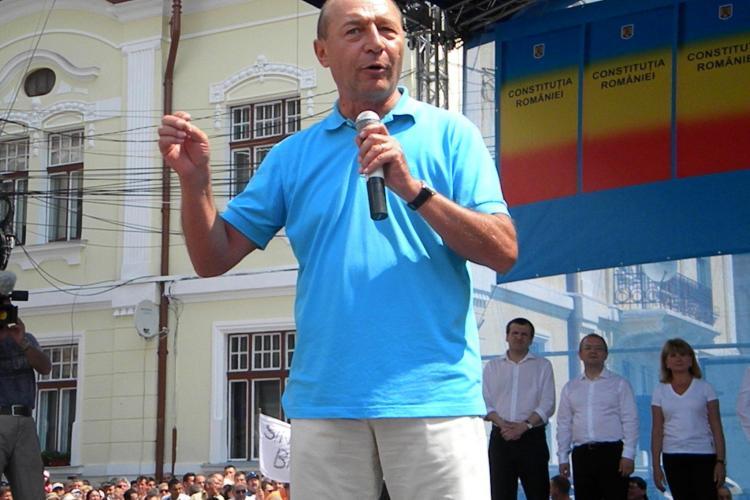 Băsescu şi-a repus în funcţie consilierii