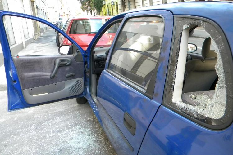 Maşină spartă în centrul Clujului, luni noapte FOTO
