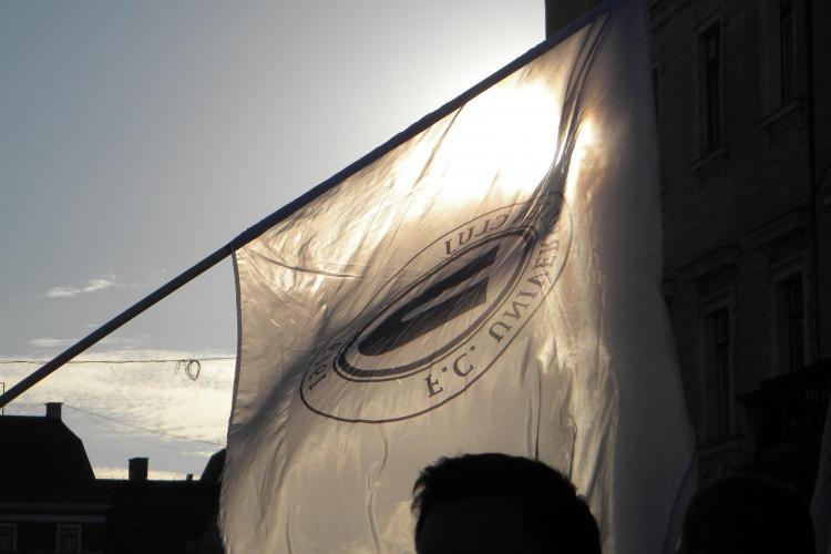 Suporterii Universităţii au protestat fără INJURII și au făcut Clujul să răsune! FOTO și VIDEO