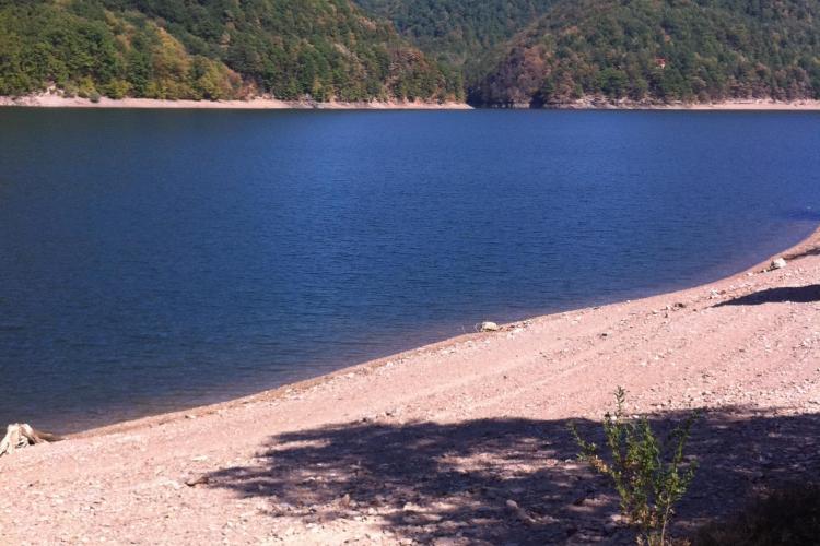 Nivelul lacului Tarniţa a scăzut îngrijorător de mult FOTO