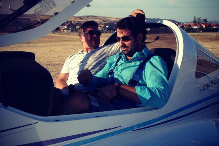 Bucătarul Adi Hădean a pilotat un avion deasupra Clujului timp de jumătate de oră FOTO