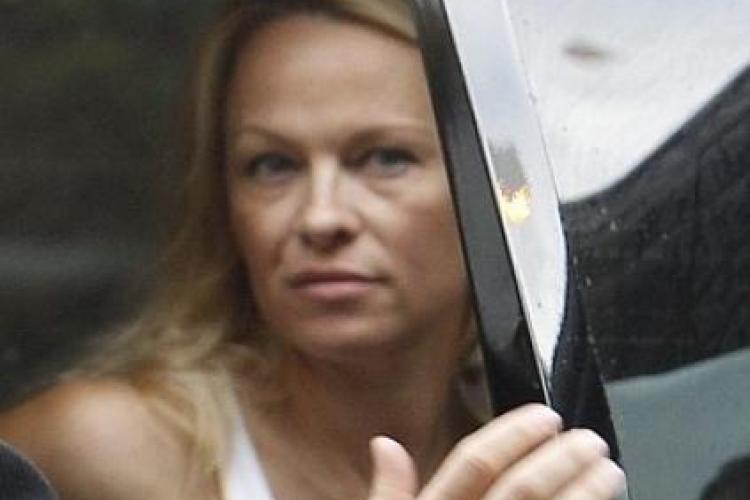"""Pamela Anderson, fără machiaj. Cum arată vedeta din """"Baywatch"""" la 45 de ani"""