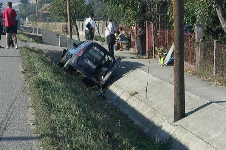 Accident la Fundătura! Un șofer a adormit la volan și s-a răstrunat cu mașina VIDEO