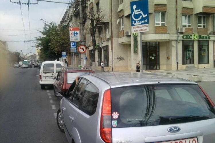 Locurile pentru persoanele cu handicap, OCUPATE cu NESIMŢIRE de şoferi! FOTO ŞTIREA CITITORULUI